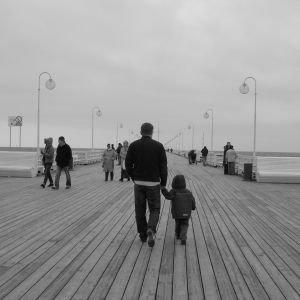 walk-on-pier-1123144-m